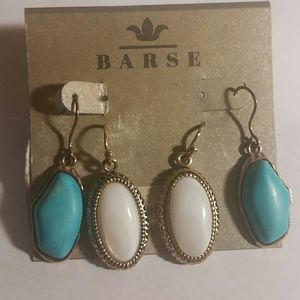 2 pairs of earrings, mother of pearl and blue gems